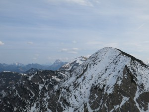 Der Gipfel des Demeljochs vom Dürrnbergjoch aus; dahinter Juifen und Guffert