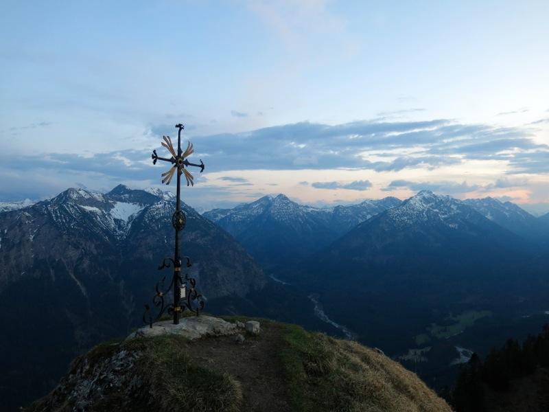 Das Gipfelkreuz des Sonnenbergs