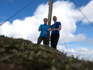 Latschen-Moses (links) und der Wühlmeister am höchsten Punkt der Gehrenspitze