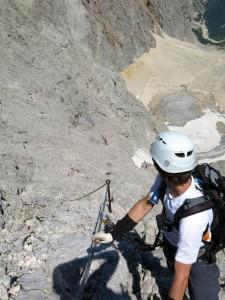 Boris bestaunt die nachfolgenden Bergsteiger