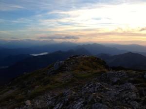 Blick nach Südwesten; links im Bild der Walchensee