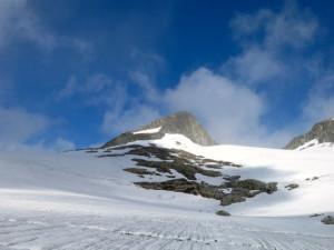 Auf dem Üssren Baltschiedergletscher mit Blick zum Älwe Rigg