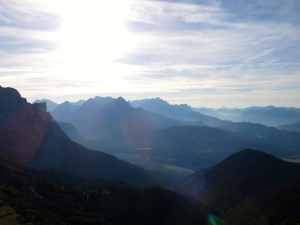Blick vom Wörnersattel nach Mittenwald