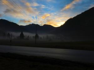 Sonnenaufgang hinter dem Estergebirge