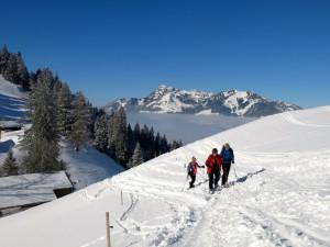 Schneeschuhgeher vor Wendelstein