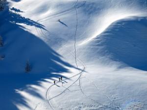 Drei einsame Schneeschuhgeher