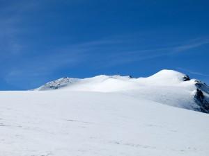 Am Schwarzensteinsattel; ganz links der Gipfel.