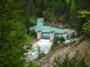 Das Riß-Sperrwerk, in dem Wasser in den Walchensee ausgeleitet wird.