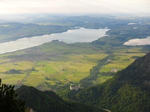 Blick über Neuschwanstein auf den Forggensee