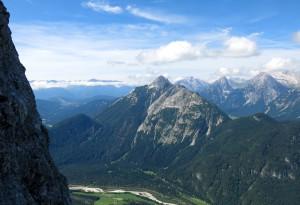 Schöne Ausblicke auf Große Arnspitze (vorne) und Gehrenspitze (markant rechts dahinter)