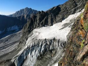 Blick hinüber zum Gletscher - zur Zeit wohl keine gute Idee, diesen für den Abstieg zu nutzen.