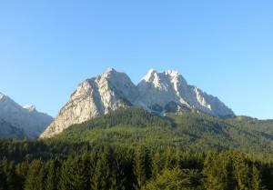 Hier sieht man schon, wo es hingeht: Vorderer Waxenstein, Mittagscharte, Zwölferkopf und Großer Waxenstein.
