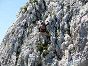 Ein Ortskundiger geht das Gipfelwandl an.