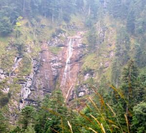 Geheimnosvoller Wasserfall der Kessellaine