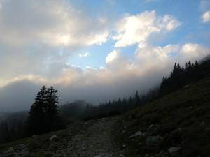 An der Rechtlerhütte reißen die Wolken auf.