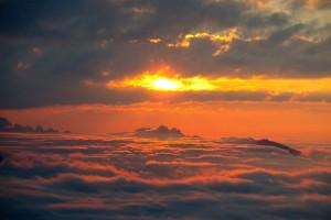 Leuchtendes Wolkenmeer