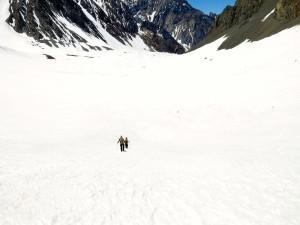 Über ausgedehnte Gletscherflächen geht es zurück.