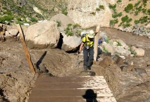 Trotz Brücke war die Überquerung des Azufre nicht ganz einfach.