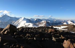 Im Hintergrund die Südwand des Aconcagua
