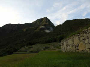 Im Hintergrund die Montaña Machu Picchu