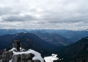 Hinterm Gipfelbuch noch dunkle Wolken