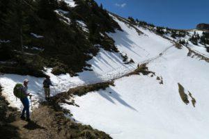 Auf verschneiten Pfaden nähern wir uns dem Rotwandhaus.