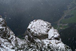 Rückblick zum Zigerstein; mittlerweile schneit es.