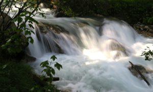 Der Geiß-Bach führt derzeit viel Wasser.
