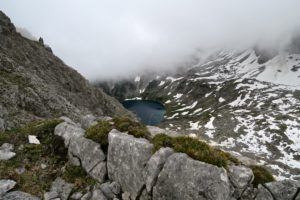 Im Abstieg zeigt sich der Drachensee