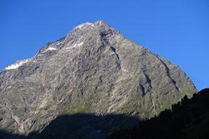 Der Lüsener Fernerkogel mit seinem imposanten Nordgrat (rechts)