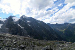 Noch ein Rückblick zum Gipfel - rechts davon der lange Aufstiegsgrat
