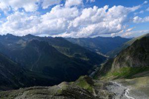 Der obere Teil des Abstiegs ist landschaftlich lohnend.
