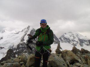 Kurzes Innehalten am Gipfel des Piz Morteratsch. Foto © Boris.