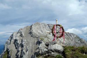 Hausgemachtes Gipfelkreuz am P2317