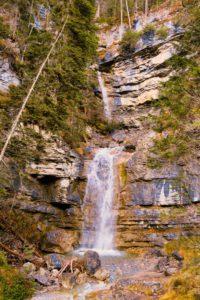 Dieser Wasserfall ist gleich zu Beginn der Tour zu bewundern.