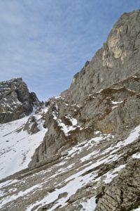 Der Gamsängersteig quert unterhalb der Kopftörlgrates von Ost nach West.