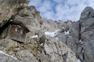 Knapp unterhalb des Gipfel liegt die Babenstuber Hütt'n.