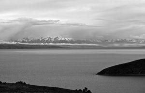 Am Titicacasee mit der Cordillera Real im Hintergrund