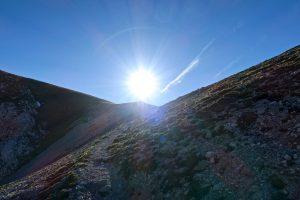 Die letzten Meter zur Riffelscharte gehen der Sonne entgegen.