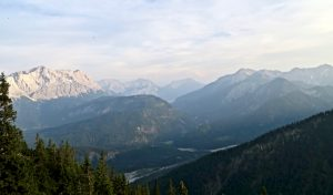 Schöner Blick auf Zugspitze, Mieminger und Danielkamm