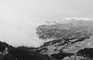 Abstieg in die Nebelwand