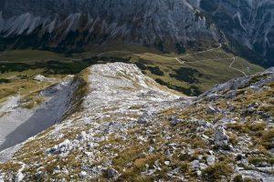 Abstiegsgelände auf der Südseite der Grabenkarspitze