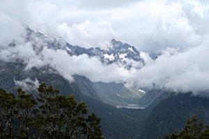 Wolkenspiele über Lake Marian und Mount Crosscut