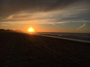 Wa gibt es Schöneres als einen Sonnenuntergang am Strand?