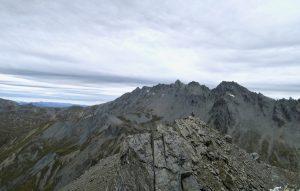 Mount Larkin ist der höchste Gipfel der direkten Umgebung.
