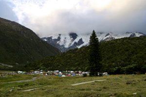 Hinter dem Campingplatz erheben sich die Eiswände von Mount Sefton.