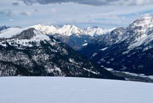 Hinter den Steinbergen zeigen sich die Berchtesgadener.