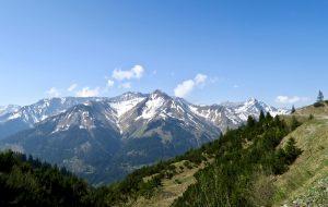 Von der anderen Talseite grüßen Gartnerwand und Bleispitze; rechts der Rote Stein.