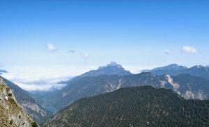 Säuling und Tegelberg bilden die letzte Bastion vor dem Nebelmeer.