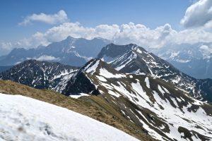 In der anderen Richtung die Fortsetzung des Danielkamms mit der Zugspitze dahinter.